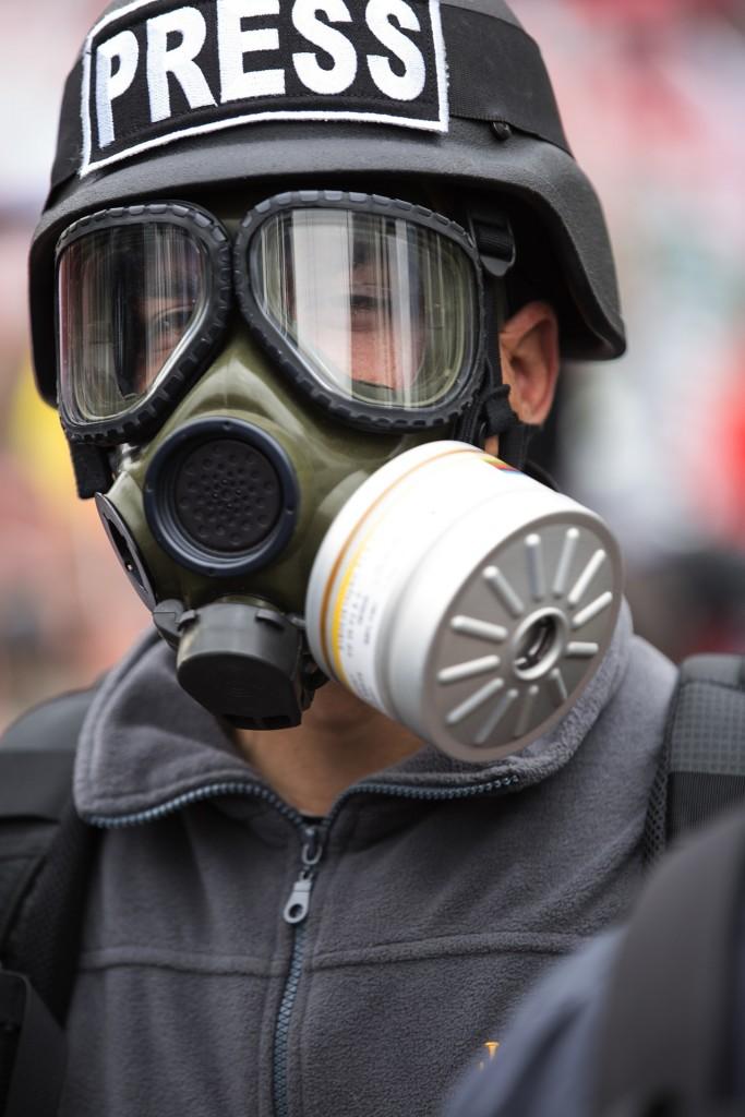 gas-mask-2933335_1920